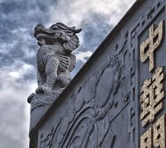 Chinatown (Albacore08) Tags: sky canada monument vancouver clouds nikon chinatown bc monumento cielo nubes symbols barriochino simbolos d90