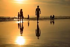 sunset Algarve/Portugal (Zza Lemos) Tags: sunset puestadelsol pordesol mar vilamoura algarve portugal reflexos areia sol gua water