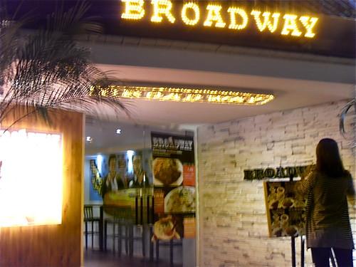 Broadway餐廳的外觀^^