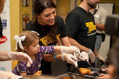 Ali Landry @ Burbank Food Drive (Photo Lynch) Tags: world california food news celebrity sports kids america fight unitedstates events models daughter police buenavista hunger photographs actress ms kfc burbank local feed serving missusa boysandgirlsclub alilandry hardhitting stevenlynch sanfernandord btac locallyproduced burbankcity robertvincent burbanknbeyond craigsherwood 100local 10061riversidedrtolucalake 8182531440 dickdornan wwwburbanknbeyondcom celebritiesfooddrive