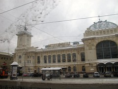 Gare de Vitebsk (vue du tram 16) (Jean (tarkastad)) Tags: tarkastad russie russia россия railway train tåg station gare neige snow трамвай