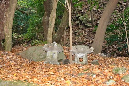 stone lanters, Okama Bensaiten