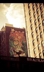 Chicago Painting (Cyrielle Beaubois) Tags: city usa chicago building architecture america canon painting french eos photo dc illinois construction sigma amateur français ville 2010 fresque photographe etatsunis 1770mm sigma1770mm f2845 400d eos400d sigma1770mmf2845dcmacro dcmacro cyriellebeaubois ©cyriellebeaubois
