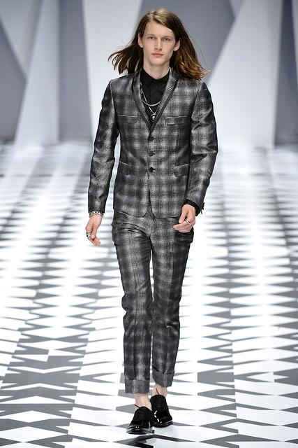 Ian O'Brien3002_SS11_Milan_Versace(VOGUEcom)