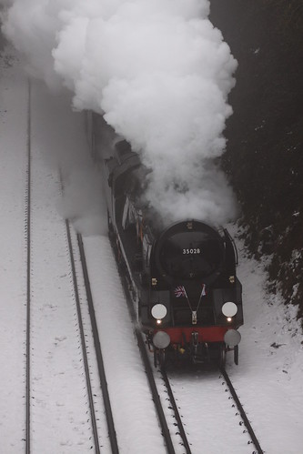 35028 Clan Line & 44932 - The Cathedrals Express 22/12/2010