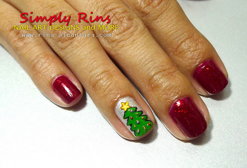 Christmas Tree Nail Art 01