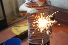 littlebro#7 (/reshi) Tags: christmas city boy portrait argentina navidad kid backyard holidays fireworks retrato ciudad patio rosario niño estrellitas