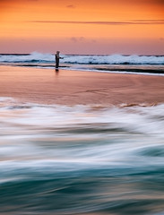 El pescador [Explore] (Ramn Espelt) Tags: pescador pescando playa beach frouxeira ferrol ferrolterra valdovio marina color colores caa sea seascape mar ramn espelt zuiko 1260 olympus e510 explore explored