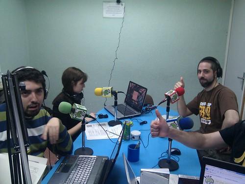 El equipo de Radio Ramen saludando