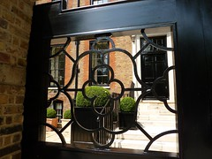 Gate, 6 Cheyne Walk, Chelsea (suzigun) Tags: house london chelsea listed cheynewalk grade2listed gardeiilisted