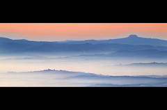 Fog as Silk (David Butali) Tags: italy mountains fog rural montagne sunrise landscape italia alba country hills campagna val tuscany di siena toscana nebbia chiana arezzo landascape pratomagno valdarno 70300 foiano orcia radicofani fleursetpaysages