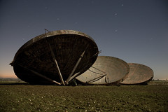 RAF Stenigot (EveryoneFreezes) Tags: moon station night photography long exposure lincolnshire full british dishes radar raf stenigot tropospheric