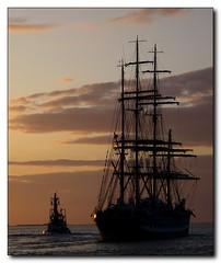 What shall we do with the drunken sailor? (Wischhusenpixel) Tags: sunset sonnenuntergang weser nordsee bremerhaven segelschiff schlepper flut connywischhusen