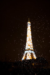 Rain in Paris (Lucrezia Cosso) Tags: paris france rain night canon eos torre tour bokeh eiffel toureiffel torreeiffel pioggia francia parigi