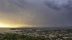 Les deux frres (Janis-Br) Tags: orage cte paysage instabilit ciel couleur averses clair extrieur ambiance fort france var sky