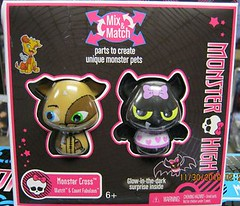 Monster High: Monster Cross: Watzit & Count Fabulous (xClaribelx) Tags: pets toys mattel frankiestein monsterhigh draculaura countfabulous watzit