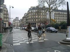 Автобусно-велосипедная полоса на улице Риволи