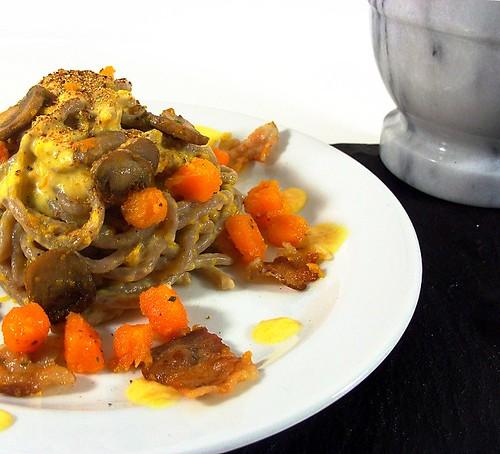 Bigoli di castagna con zucca, funghi e pancetta