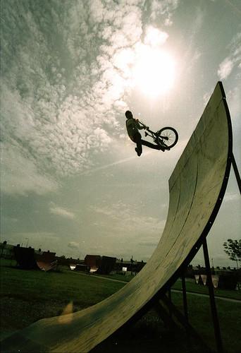 david-blundell-1985-bmx-freestyle-1980s[1]