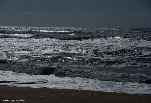 O mar está sempre agitado