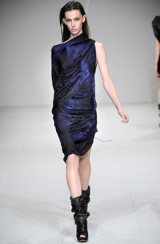 Sharon Wauchob Fall 2010 Slit dress 03