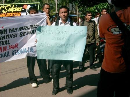 5281674611 3b69307540 Aksi Keprihatinan Mahasiswa Tuntut Penyelesaian Atas Kebobrokan Kampus UMTS