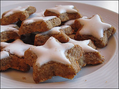 Christmas stars (cats_in_blue) Tags: food cookies stars shapes twocolours challengeyouwinner challengegamewinner herowinner ultraherowinner storybookwinner boxofchocolatesanyfood