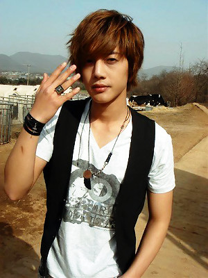 Kim Hyun Joong's Favorite Pose 7