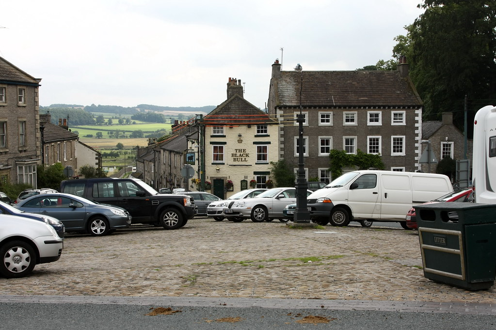 Middleham, Black Bull (& gas lamp)