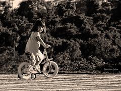 Criança (Vinicius_Ldna) Tags: canon is child bicicleta botânico criança brincando crianca sx20