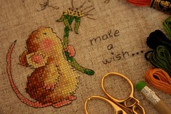 Meu primeiro MS! (Isabella Regis Morais) Tags: make pencil de mouse punto pattern cross stitch linen embroidery scissors cruz anchor shelly kit wish lpis ponto rato dente tesoura leo hilos margareth dourada ratinho rstico linho blowinf meadas flosses