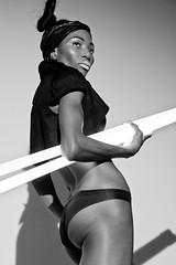[フリー画像] 人物, 女性, 黒人女性, ファッション, 下着・ランジェリー, モノクロ写真, 201101100300