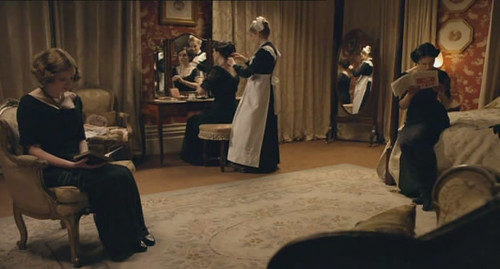 Anna dresses the Crawley daughters