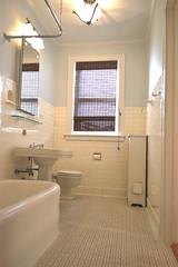 Master Bath (daddyamm) Tags: w north shore avenue 105355