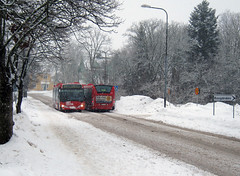 Scraping Through (Steffe) Tags: road buses sweden tungelsta haninge pedestriancrossing sdertljevgen 835 vergngsstlle