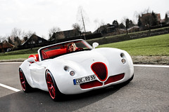 Wiesmann MF5 Roadster 1/55 (Keno Zache) Tags: auto car canon germany deutschland eos manufaktur power automotive ps luxury rare perfection 155 roadster wiesmann handbuilt keno sportwagen whitered mf5 dlmen 400d zache