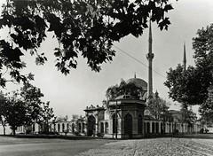 Dolmabahe Mosque, 1944 (SALTOnline) Tags: dolmabahecamii dolmabahe dolmabahemosque bezmialemvalidesultan istanbul muvakkithane saltaratrma saltresearch saltonline