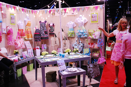 Cindy Taylor Oates booth