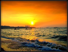 Golf of Thailand (P. Suesskind) Tags: sunset thailand pattaya mygearandme mygearandmepremium mygearandmebronze mygearandmesilver mygearandmegold mygearandmeplatinum mygearandmediamond aboveandbeyondlevel1 aboveandbeyondlevel2 aboveandbeyondlevel3