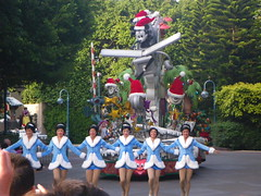 Mickey's Hollywood Christmas Float (mytripsandraces) Tags: china christmas hongkong disneyland disney mickey parade mickeymouse letitsnow hongkongdisneyland