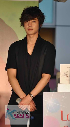 Kim Hyun Joong @ TFS Asia Tour in KL Malaysia [Fansign Event] 04.12.10