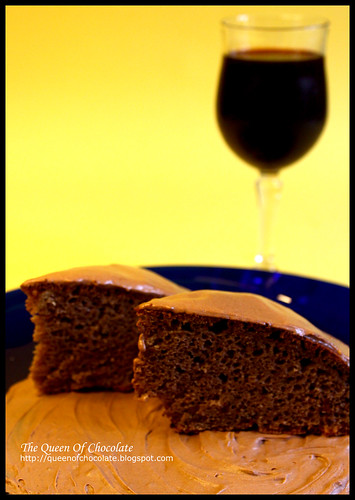 Chocolate cake with red wine and cinnamon
