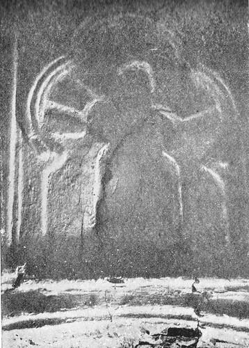 Arco polilobulado en la mezquita de Tornerías al ser redescubierta en 1905
