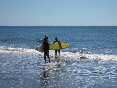 surfing in el salvador el tunco beach