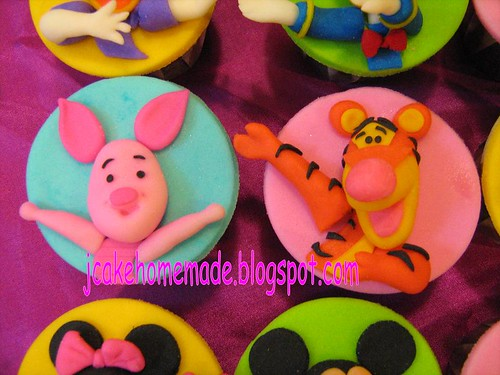 Mickey Mouse Clubhouse and Winnie the pooh cupcakes