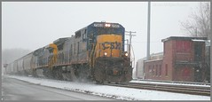 CSX 7563 (Trains & Trails) Tags: railroad winter snow cold train december diesel pennsylvania snowstorm engine transportation locomotive snowing shipping ge blizzard freight generalelectric csx fayettecounty connellsville 7563 c408 standardcab keystonesubdivision q38913
