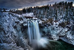 Snow at Snoqualmie Falls HDR (Fresnatic) Tags: seattle blue winter white snow pacificnorthwest icy snoqualmiefalls washingtonstate hdr snoqualmie salishlodge washingtonwaterfalls pacificnorthwestwaterfalls canonrebelxsi topazadjust fresnatic photoshopcs5 photomatix40