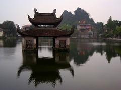 Chùa Thầy, Quốc Oai, Hanoi (чãvìnkωhỉtз) Tags: lake temple sony vietnam hanoi buddhisttemple 2010 việtnam chùa chùathầy hànội chuathay huyện dscw130 quốcoai sàisơn quocoai thiênphúctự thienphuctu masterspagoda gavinkwhite