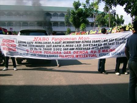 5282275270 12a1617e54 Koordinator Aksi Keprihatinan UMTS: Sesudah Unjuk Rasa Kami Di Ajak Ber Tinju