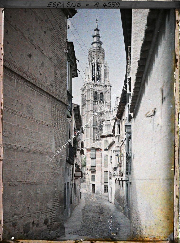 Catedral vista desde la Calle de Santa Isabel entre el 15 y el 17 de junio de 1914. Autocromo de Auguste Léon. © Musée Albert-Kahn - Département des Hauts-de-Seine